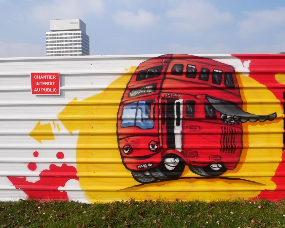le bus rouge cergy pontoise